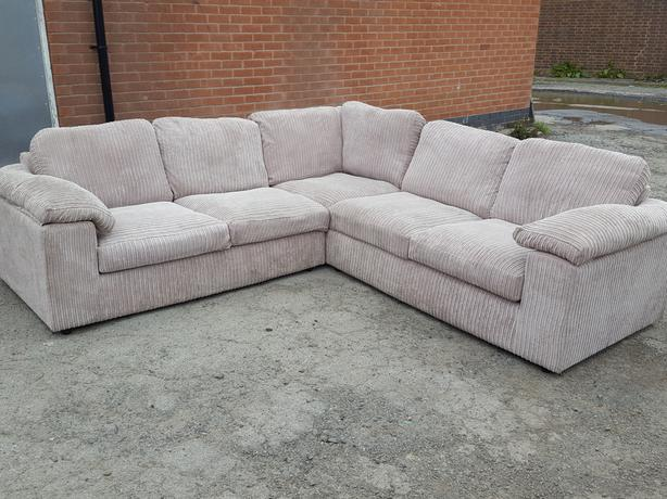 cream cord large corner sofa few months old excellent condition can deliver sandwell walsall. Black Bedroom Furniture Sets. Home Design Ideas