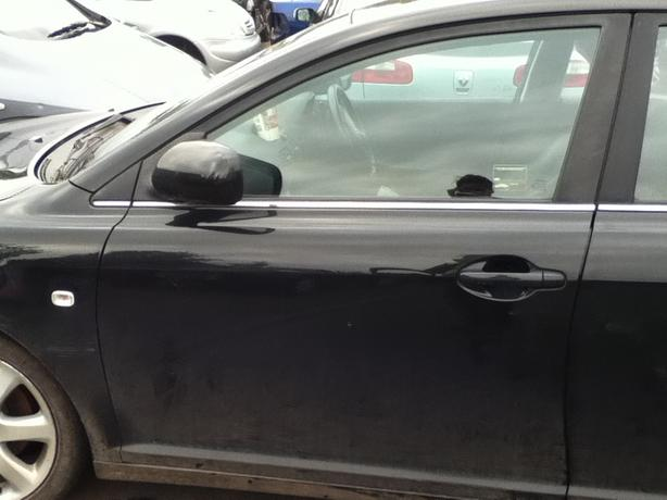 TOYOTA AVENSIS 2003 BLACK BREAKING FOR SPARES