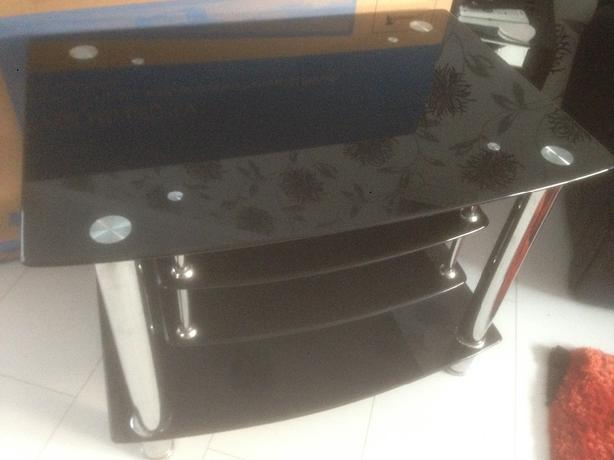 3 Tier tv stand gloss black and chrome)