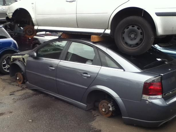 VAUXHALL VECTRA C 1.8 PETROL BREAKING FOR SPARES