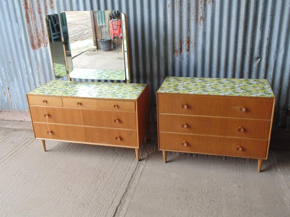 Retro 1960s 70s dressing table and chest of drawers no for Retro dressing table