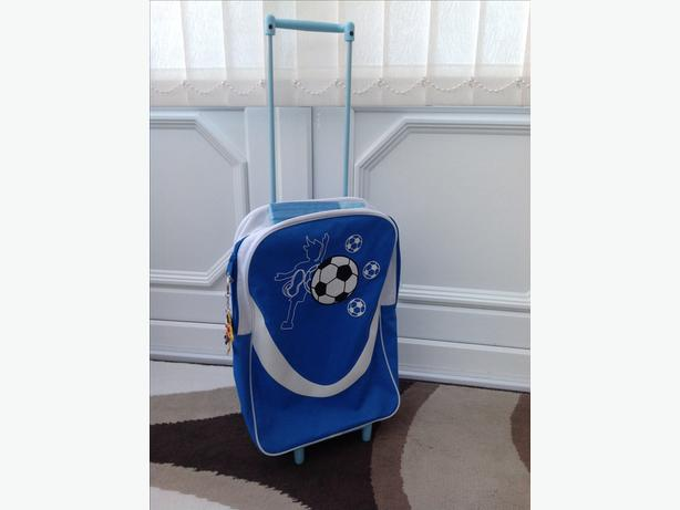 Boys suitcase with handle & wheels