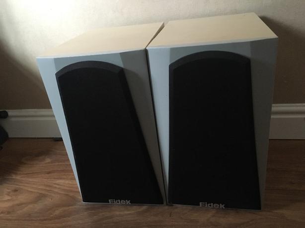 2x fidek speakers
