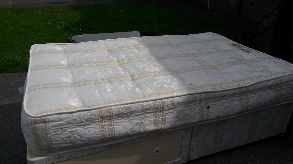 For sale 4ft divan bed and mattress tipton dudley for Divans for sale