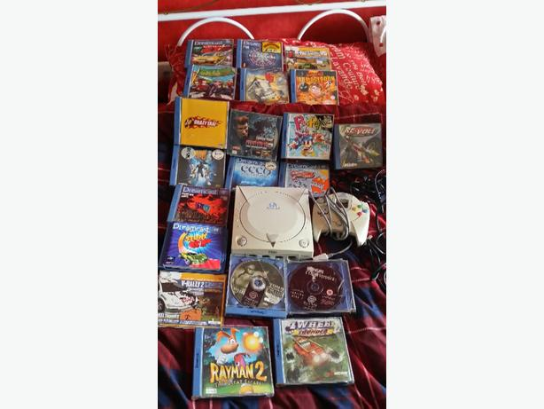 Sega Dreamcast with many games