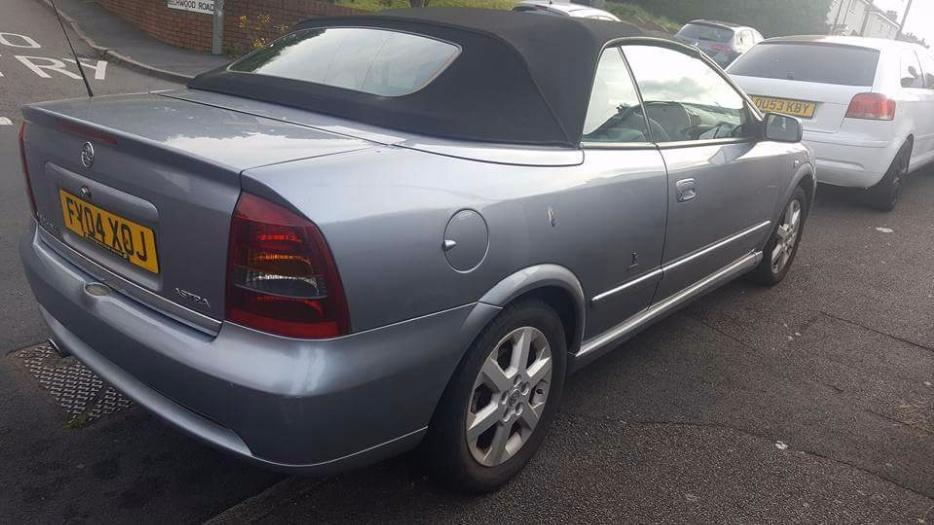 vauxhall astra 1 8 convertible bertone 2004 mint dudley. Black Bedroom Furniture Sets. Home Design Ideas