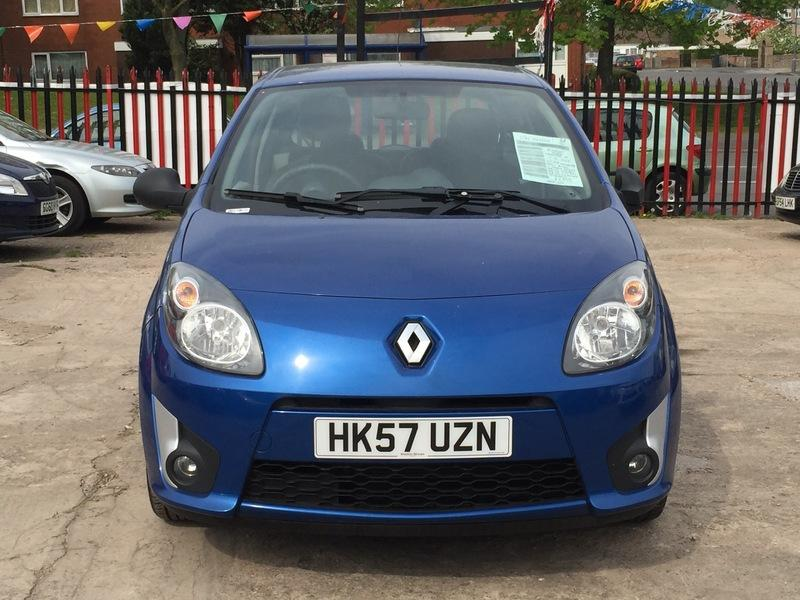 renault twingo 1 2 16v dynamique outside black country region dudley. Black Bedroom Furniture Sets. Home Design Ideas