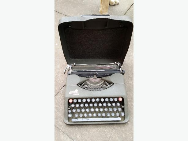 Empire Aristocrat old typewriter