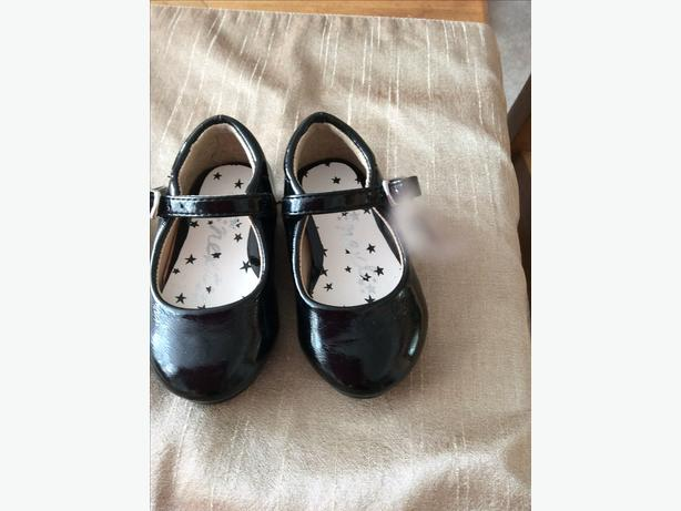 Girls Next branded patent shoes size infant 3