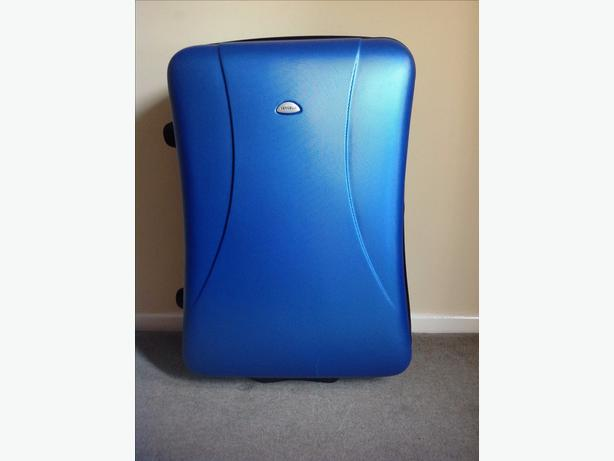 COST £99 - VERCELLI LARGE QUALITY SUITCASE - USED ONCE