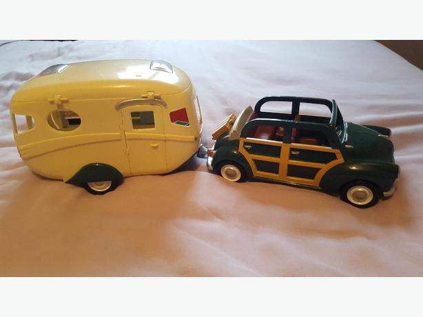 sylvanian families caravan and car