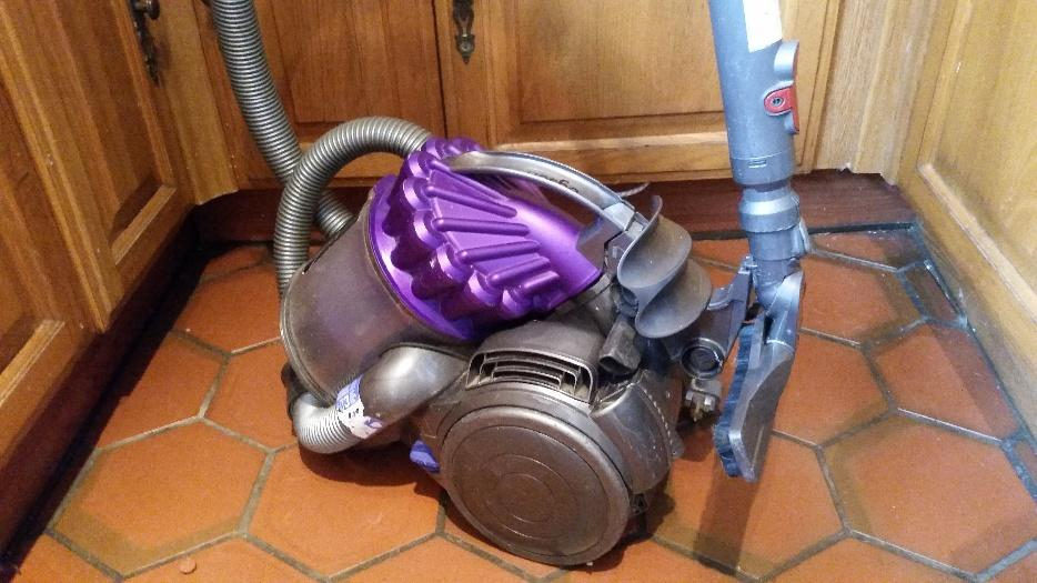 dyson dc32 animal cylinder vacuum cleaner working order bloxwich wolverhampton. Black Bedroom Furniture Sets. Home Design Ideas