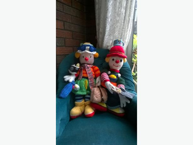 pair knitted toys