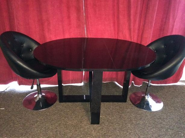 table and chairs next - photo #47