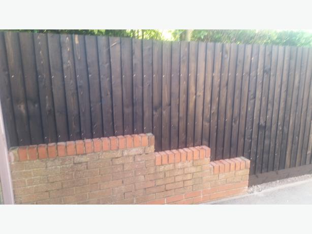 wood timber feather edge fencing picket fencing