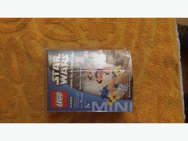 Star Wars mini building lego set. Sebulba's Podracer & Anakin's Podracer