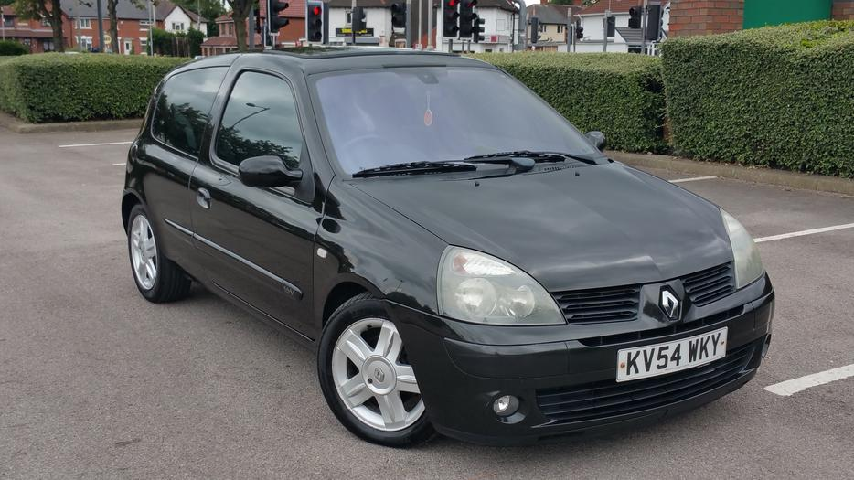 renault clio 1 2 2004 12 months mot 90 k miles full service hitory walsall dudley. Black Bedroom Furniture Sets. Home Design Ideas