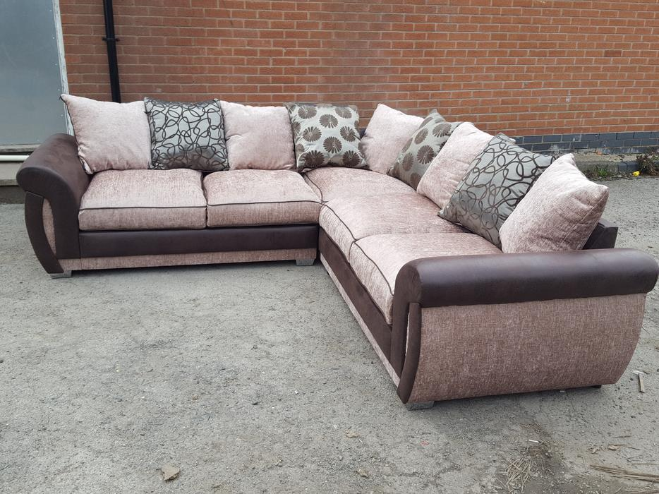 brand new large beige and brown corner sofa 2 corner 2. Black Bedroom Furniture Sets. Home Design Ideas