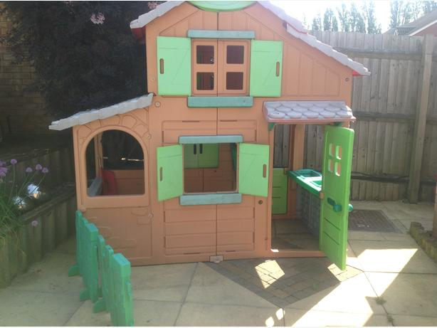 Smoby plastic childrens playhouse rowley regis sandwell for Used kids playhouse