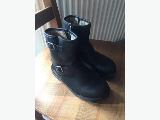 ugg boots black girls size 11