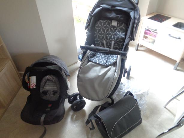 GRACO SWIFT FOLD TRAVEL SYSTEM/ PUSHCHAIR AND CARSEAT