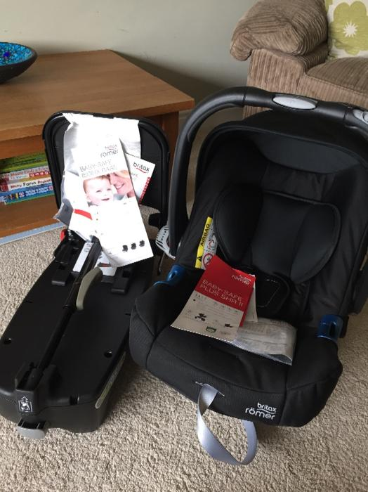 britax baby car seat and isofix base stourbridge sandwell mobile. Black Bedroom Furniture Sets. Home Design Ideas
