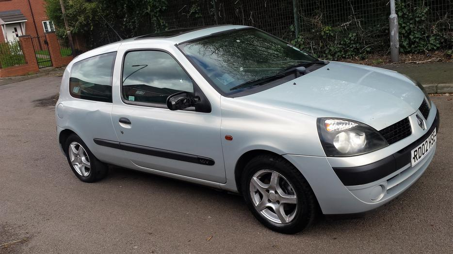 2 X Renault Clios And A Renault Scenic Grab A Bargain 163 250