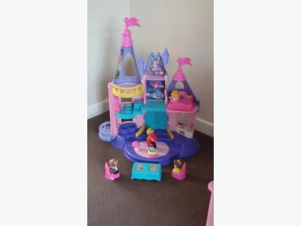 Disney Princess Castle with Figures.