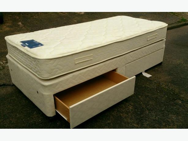 Myers single divan bed with drawers in very good condition for Single divan with drawers and headboard