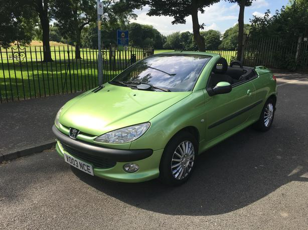 Automatic Peugeot 206 1.6 convertable, brilliant condition