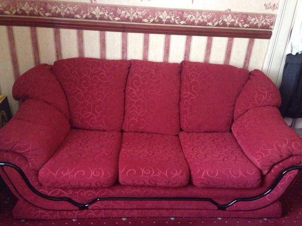 *3 SEATER AND 2 SINGLE SOFAS FOR SALE*