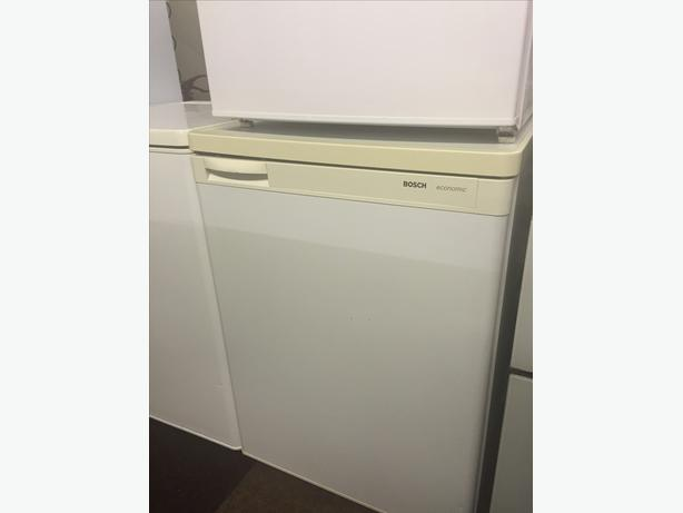 UNDERCOUNTER FRIDGE WITH GUARANTEE **