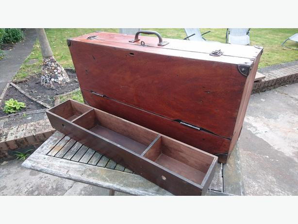 VINTAGE LGE WOODEN CARPENTERS OLD TOOL TRUNK STORAGE DECOR WEDDING PROP GC