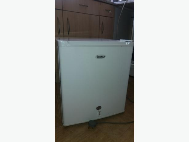 Igenix 34L countertop freezer with 2 keys. OFFERS.