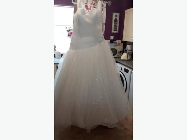 size 18 ivory princess wedding gown