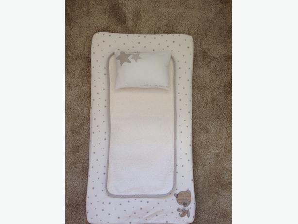 mamas and papas bath, changing mat and bath seat
