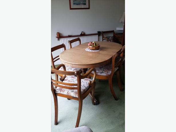 Superb Yew Dining table, 6 Chairs & Corner Unit