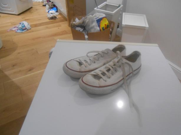 LADIES WHITE CONVERSE  IN GOOD USED CONDITION