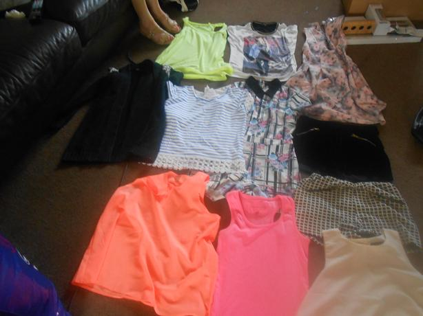 A SELECTION OF GIRLS CLOTHING