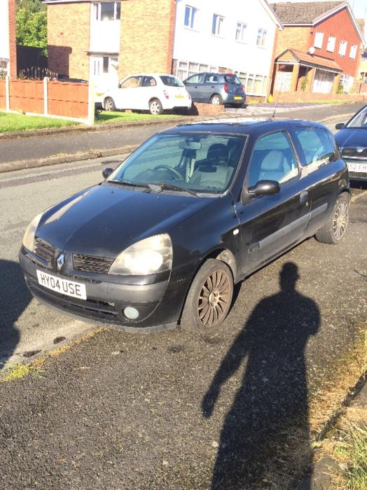 renault clio 1 2 2004 low miles and mot dudley dudley mobile. Black Bedroom Furniture Sets. Home Design Ideas