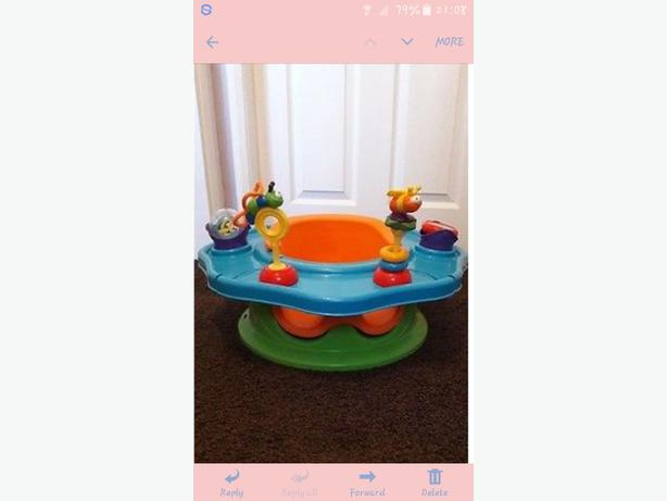 Support seat with play tray