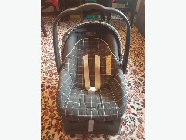 mamas & papas baby car seat/carrier