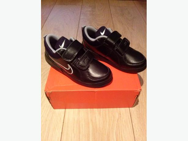 NEW CHILDS NIKE TRAINERS SIZE UK 11
