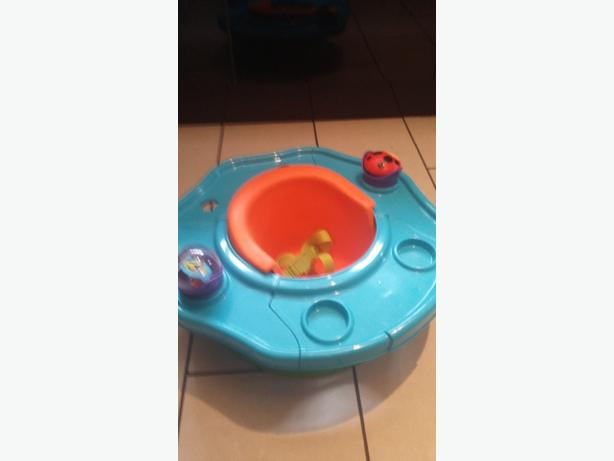 baby support seat with removable toy tray