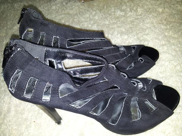 brand new women's shoes size 5