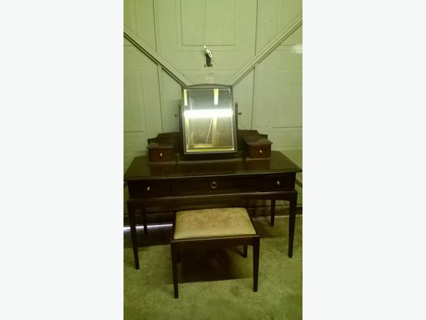 STAG Dressing table & stool