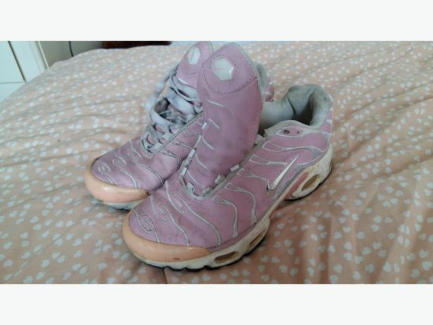 Girls pink nikes