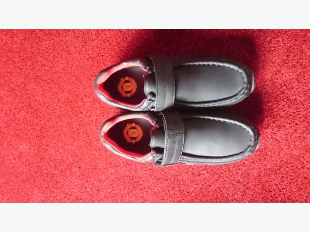 man utd school shoes size 5