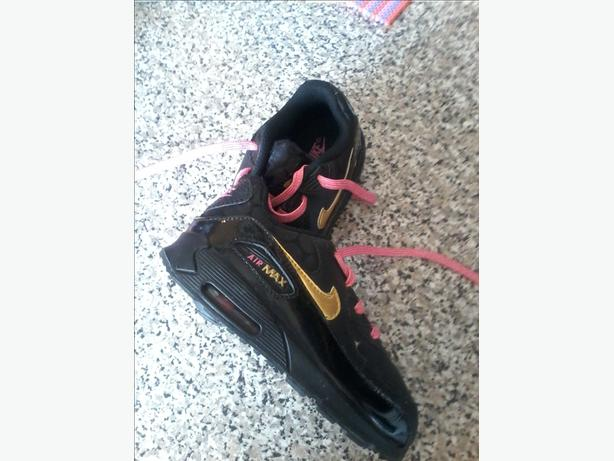 girls air max trainers UK size 9