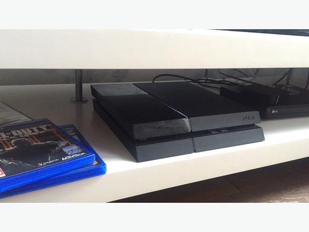 PLAYSTATION 4 500gb with games